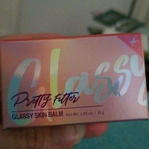 Touch in Sol Glassy pretty filter skin balm